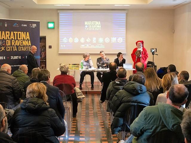 Maratona di Ravenna, un omaggio a Dante con la medaglia 2020