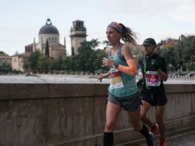 Le Arche Scaligere sulle medaglie Verona Marathon, Zero Wind Cangrande Half Marathon e Avesani Last 10k