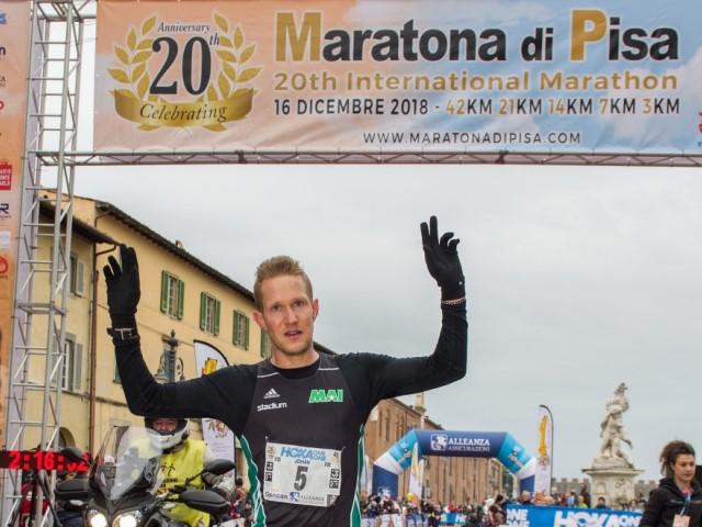 Cetilar Maratona di Pisa: un nuovo logo che parla di sport, storia e cultura  La Maratona di Pisa rinnova la sua veste grafica, unendo futuro e tradizione