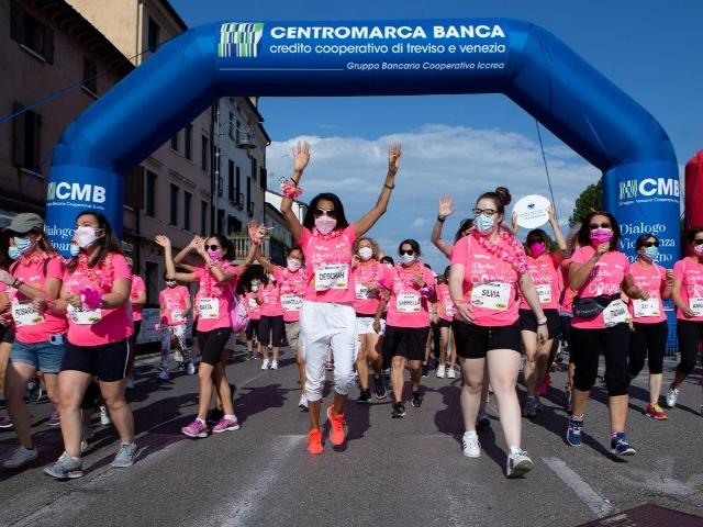 La forza delle donne colora Treviso di rosa