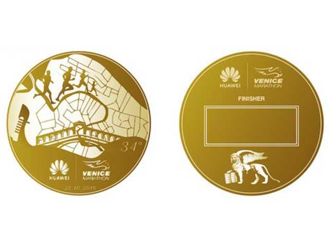 """""""And the winner is""""… Eleonora De Luca vince il contest e firma la medaglia della 34^ Huawei Venicemarathon"""